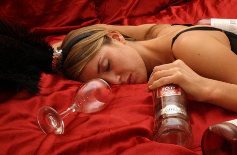 злоупотребление алкоголем способствует развитию мастопатии