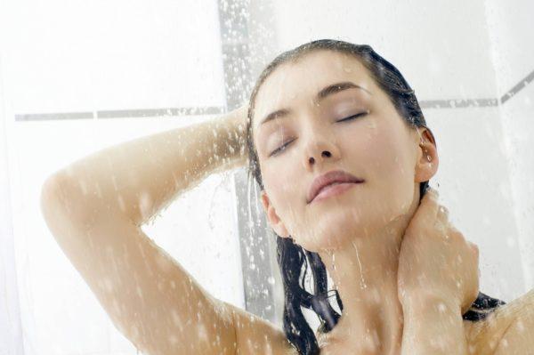 принять теплый душ