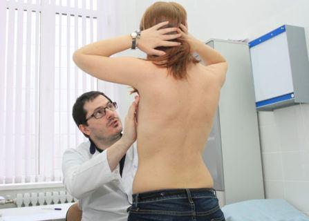 врач маммолог осмотр пациентки