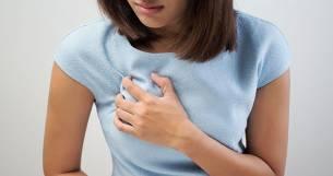 болит и набухает грудь