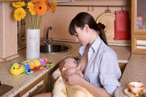 кормление одной грудью